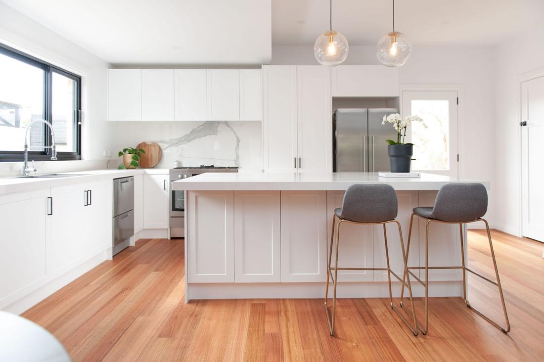 White kitchen with marble splashback