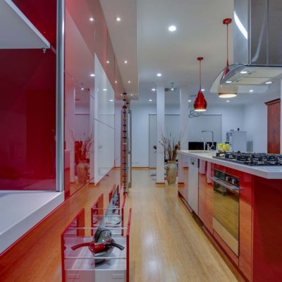 red gloss kitchen with rangehood