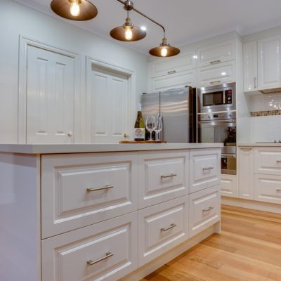 hampton style kitchen with drawers