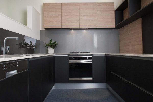 black-themed kitchen design with wooden cupboards