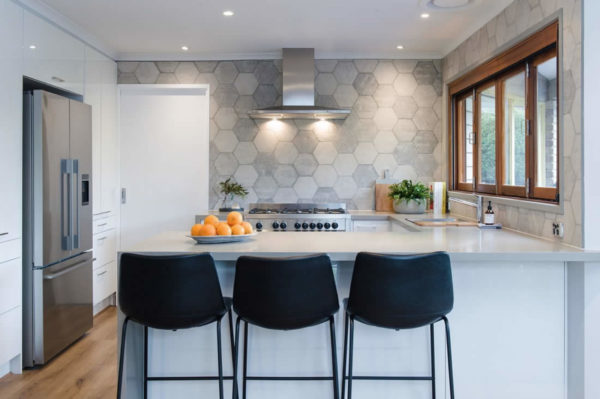 Kitchen transformation using white gloss and grey benchtops