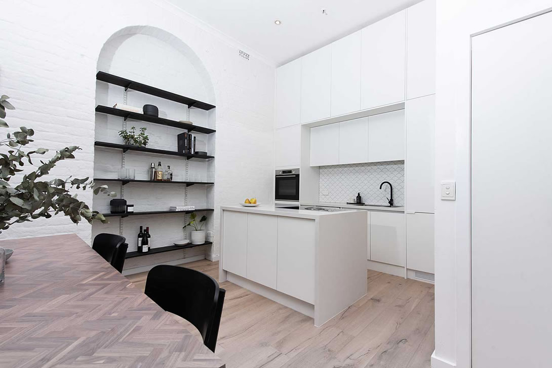 White kitchen with black accessories
