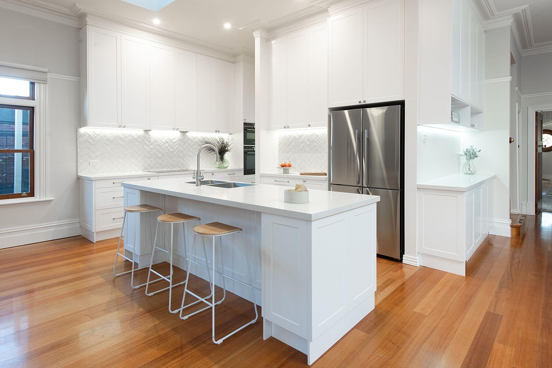 icy white kitchen design